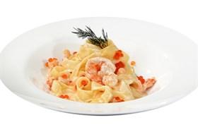 Фетучини с креветками в коньячно-томатном соусе