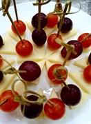 Канапе сыр\виноград